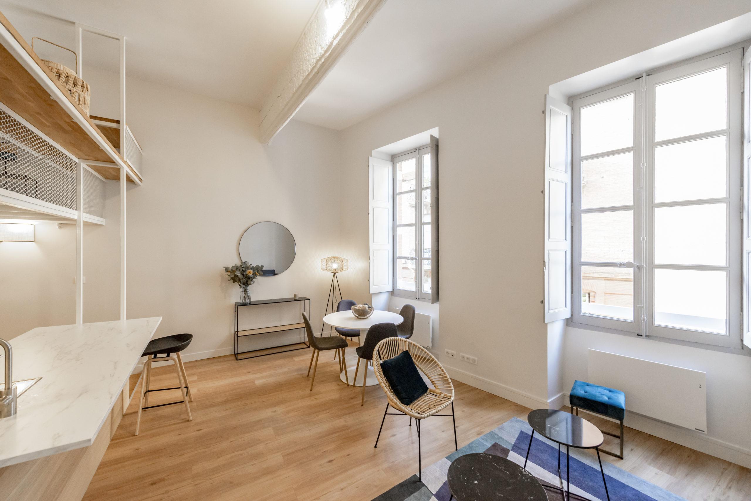 07-pose-parquet-studio-mezzanine